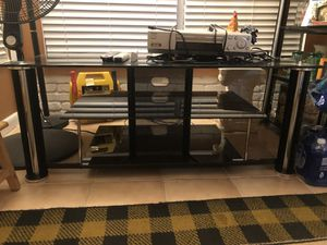 Tv stand/table for Sale in Tampa, FL