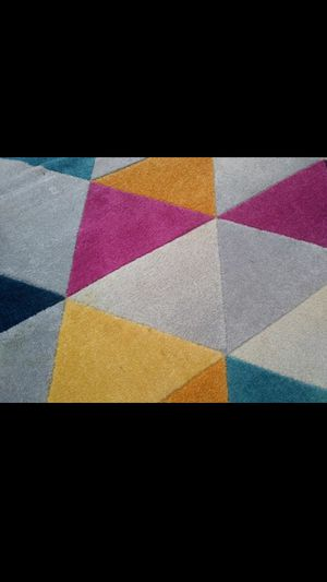 "5'2"" by 7'2"" vibrant area rug for Sale in Mokena, IL"
