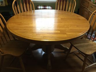 Solid Oak Dining Room Table & Lighted Hutch for Sale in McKeesport,  PA