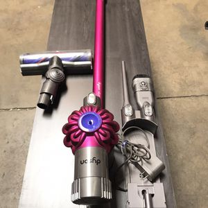 Dyson V6 Motorhead W/Accessories for Sale in Santa Ana, CA