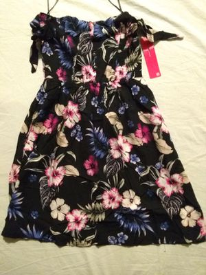 """SHOSHO DRESS SIZE SMALL. """"PICK UP ONLY"""" for Sale in Tustin, CA"""