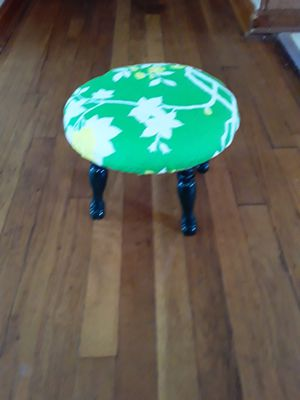 Small foot Stool for Sale in Cleveland, OH