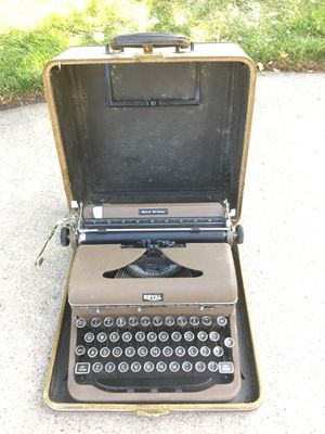 Antique Typewriter for Sale in Neenah, WI