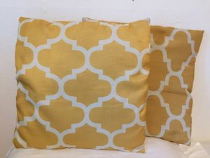 Cute yellow throw pillows! Like new! for Sale in Houston, TX