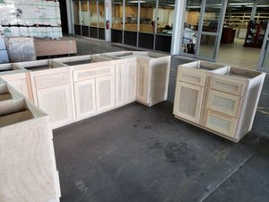 STOcK CABINETS AVAILABLE FOR PICK UP for Sale in Monterey Park, CA