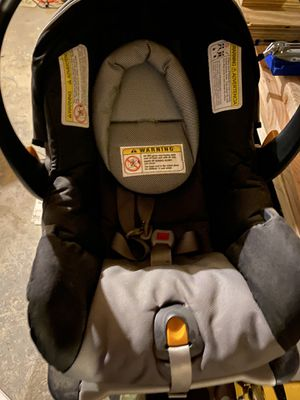 Car seat with 2 bases for Sale in Agawam, MA