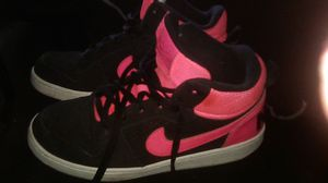Nike shoes size 6y like new for Sale in Bakersfield, CA