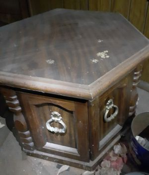 End table for Sale in Fort Smith, AR
