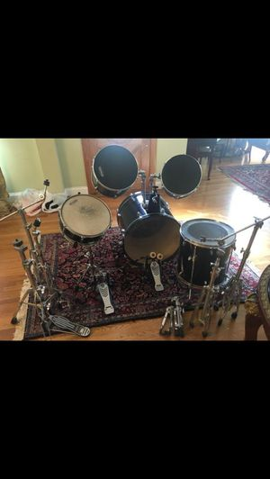 Beautiful Pearl 5 piece acoustic drum set for Sale in Los Angeles, CA