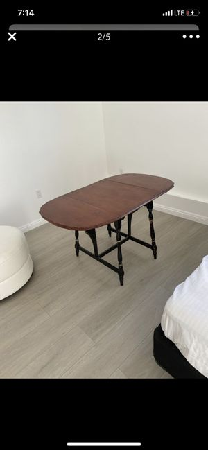 Beautiful antique Table for Sale in Los Angeles, CA