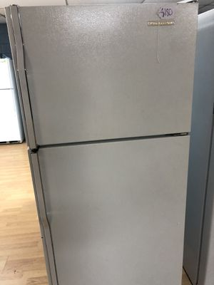 Frigidaire white top freezer refrigerator for Sale in Woodbridge, VA