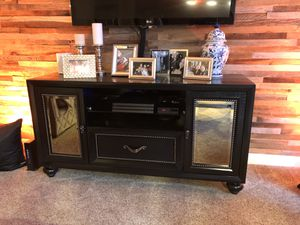 TV Chest for Sale in Cleveland, OH