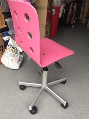 Pink chair for Sale in Redwood City, CA