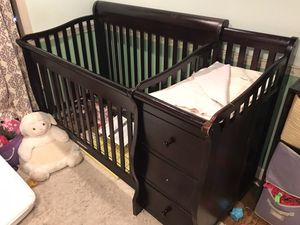 Crib/changing table combo for Sale in Manchester, TN