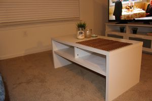Coffee table for Sale in Jonesboro, AR
