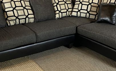 Gray Sectional Couch FREE DELIVERY for Sale in West Chester,  PA