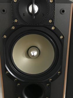 Paradigm Reference Studio 20 v3 - pair (msrp $1500) - Like NEW for Sale in Clifton,  NJ