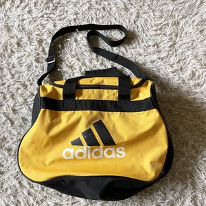 adidas duffel bag for Sale in Chicago Heights, IL