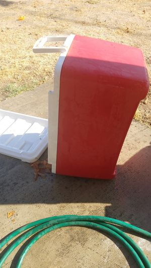 Igloo cooler for Sale in Highland, CA