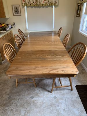 Solid Oak Richardson Table & Hutch for Sale in Arlington, WA