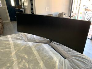 Huge curved Samsung monitor only 2 months old! for Sale in Woodland Hills, CA
