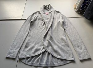 Women's Lilly Pulitzer 100% Cashmere Cardigan Wrap Light Gray Size Medium for Sale in West Palm Beach, FL