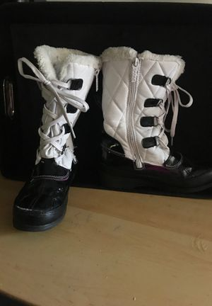 Gently used size 4 girls totes boots for Sale in Avon, CT