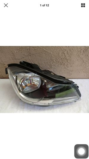 2012 2013 2014 Mercedes Benz C Class Right Side Halogen Headlight OEM for Sale in Gardena, CA