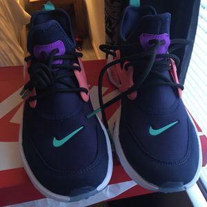 Nike Presto Size 7y for Sale in Pickerington, OH