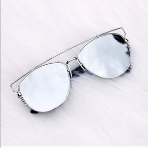 DIOR women's technological aviator mirrored sunglasses in silver for Sale in Washington, DC