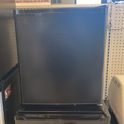 Hisense Mini Fridge for Sale in Franklin Park,  IL