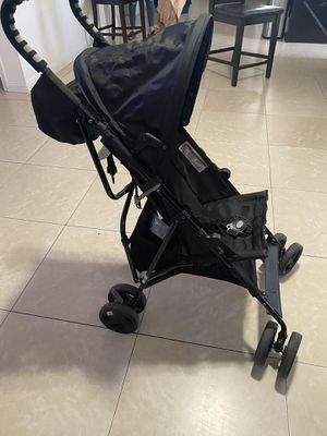 """Free stroller and 2/3t shorts """"pending """" for Sale in Fontana, CA"""