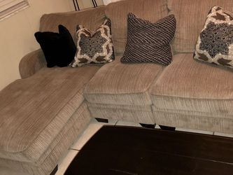 L Shaped Sofa With Chaise for Sale in Deltona,  FL