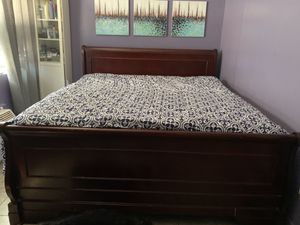 King Size Bed & Dresser for Sale in The Bronx, NY