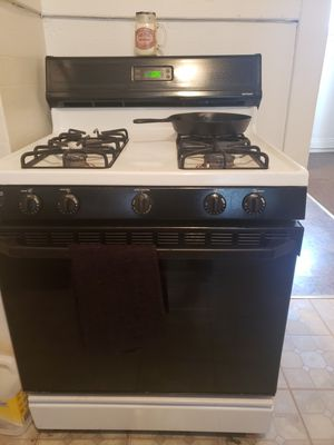 Stove,refrigerator and dinning set for Sale in Buffalo, NY