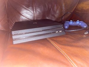 PS4 Pro W/ Controller and cables+ BOX for Sale in North Miami Beach, FL