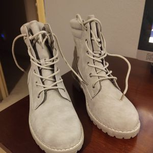 Women's Grey Suede Boots for Sale in Lake Stevens, WA