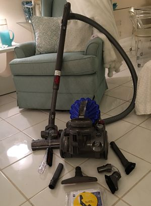 DYSON DC23 Animal canister vacuum. Great suction. Converts to hand held. for Sale in Fort Lauderdale, FL