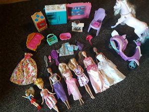 Barbies y accesorios todo por $17 for Sale in Dallas, TX