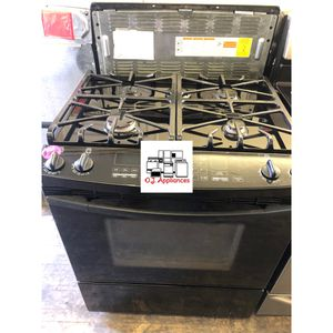 Kenmore black slide in stove gas for Sale in Cleveland, OH