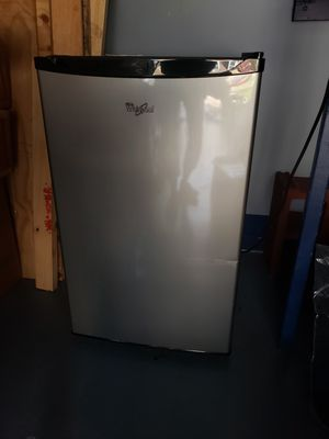 Whirlpool Refrigerator. Model WH43S1E for Sale in Saint Charles, MD