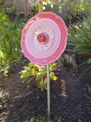 Yard Art Glass Flower for Sale in Puyallup, WA