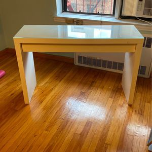 Vanity desk with makeup draw. for Sale in Queens, NY
