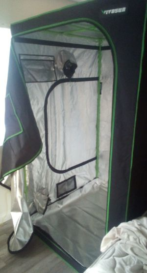 Vivosun Grow Tent 4×4×7 for Sale in Las Vegas, NV