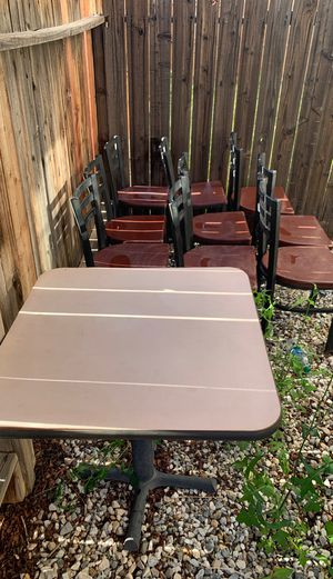 Table and chairs for Sale in Hesperia, CA