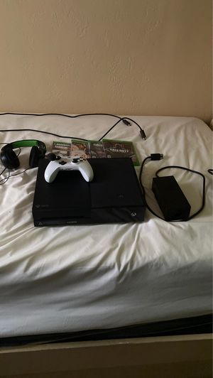 Xbox One Bundle 1 TB for Sale in CRYSTAL CITY, CA