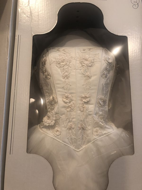 Ball Gown (Ivory)