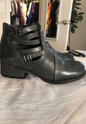 Booties SZ 6/7 for Sale in Las Vegas, NV