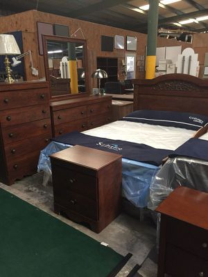 Queen bedroom set - atlantic cherry finish - closeout for Sale in Lexington, SC
