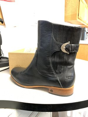 UGGs Finnegan Boots W S10 for Sale in Anaheim, CA